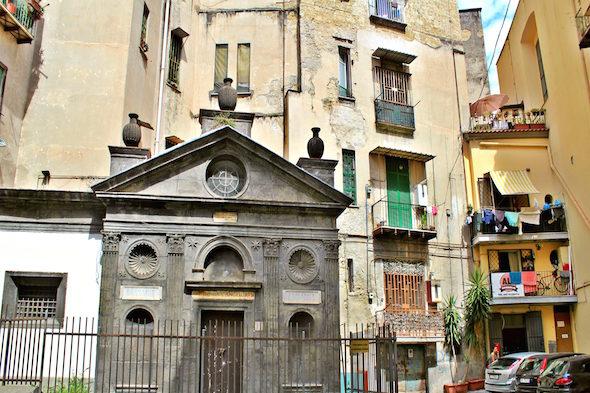 Экскурсия в церкви состояния посвящения Неаполя