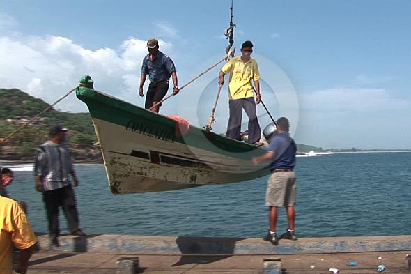 La Llibertat: homes d'aigua i barques que volen
