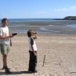 El autor y su hijo frente a la isla de los Pájaros