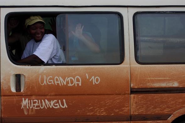 El show de los mzungus y el enano