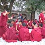 Ceremonia de discusion de los monjes de Sera