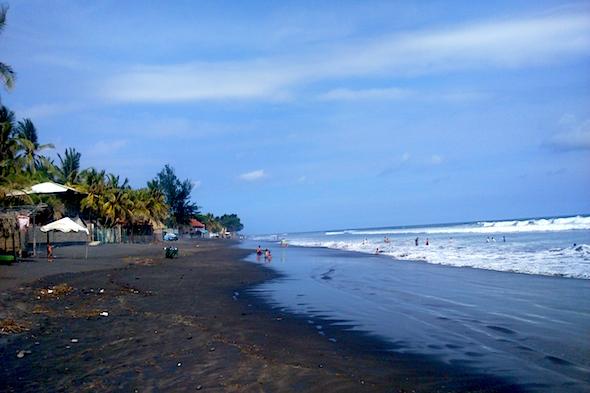 El Salvador: la playa de San Blas y el volcán Coatepeque