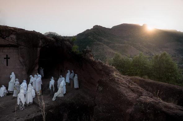 Na escuridão de um mosteiro de Lalibela