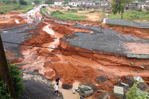 Maputo: wenig Rücksicht auf die Flut