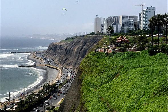 Lima: ruta por la ciudad de las leyendas y acantilados