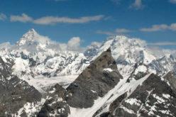 K2, Broad Peak y Laila Peak en primer término