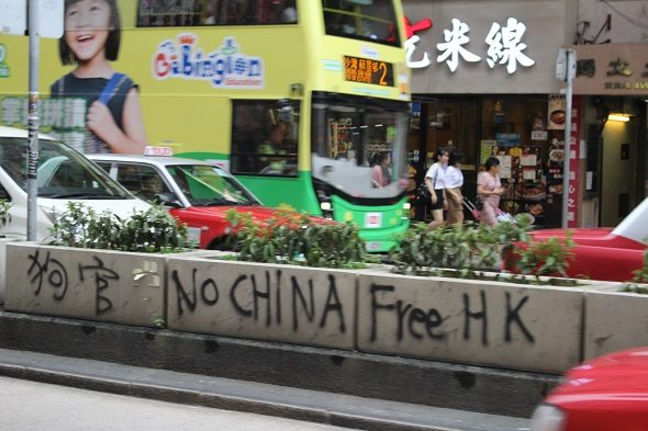 Hong Kong: the routine of the convulsive days