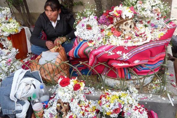 Las Ñatitas de La Paz: un domingo entre calaveras