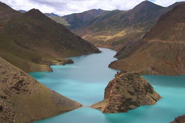 Lago Yamdrok: el monasterio budista que salvó la mujer-cerdo