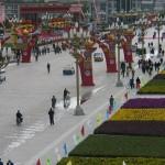 La avenida principal de Lhasa, engalanada