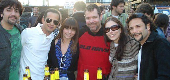 Um dólar cervejas no bar que visitaram Van Halen e Elvis