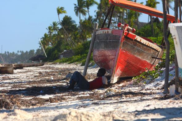 La ciudad decadente y los masai de la playa