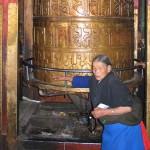 Devotos en el interior del Jokhang