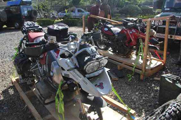 Quenia, India: Bikes no aire