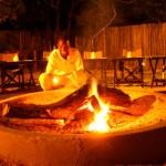 Preparando el fuego para la cena (Hotel Thornhill)