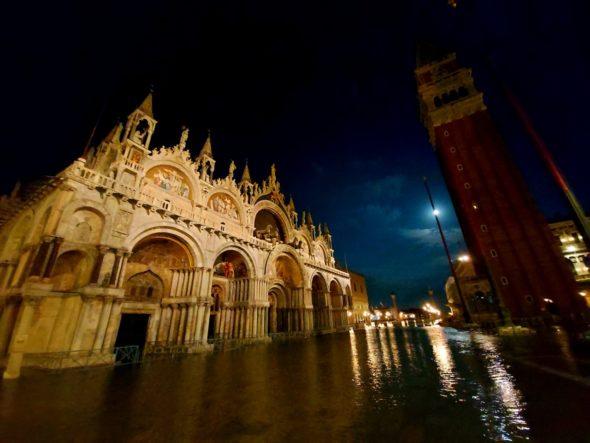 Venecia: a cidade vazia e o estranho carnaval