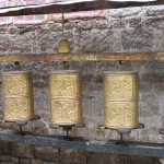 Molinillos de oración en el kora del Potala