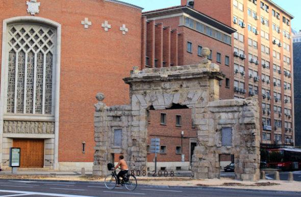 Zaragoza, de puerta a puerta