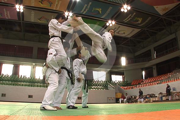 Seúl: socos taekwondo e abrazos libres