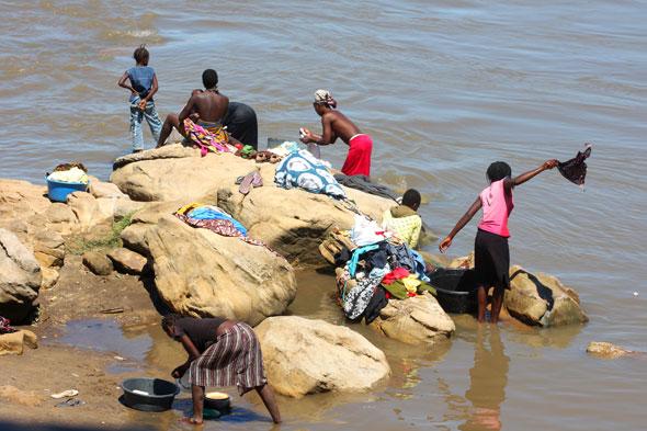 Tete: las lavanderas del Zambeze
