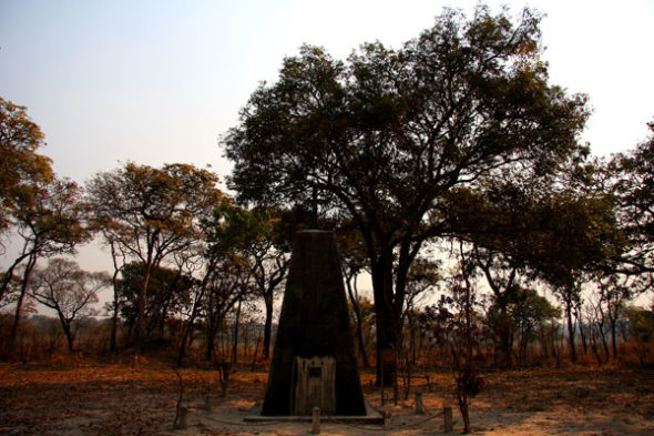 Chitambo: follas e po mortos cubrir o corazón de Livingstone