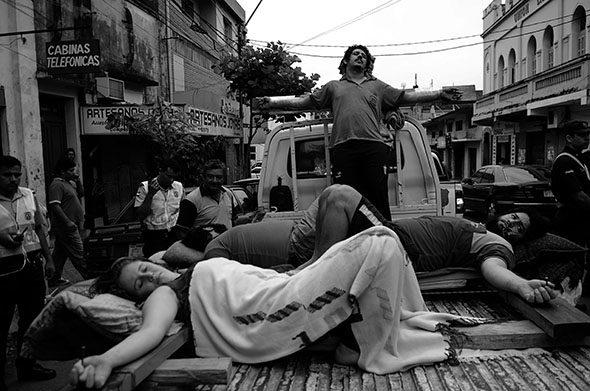 パラグアイ: 世界で最も幸せな国の十字架につけられた
