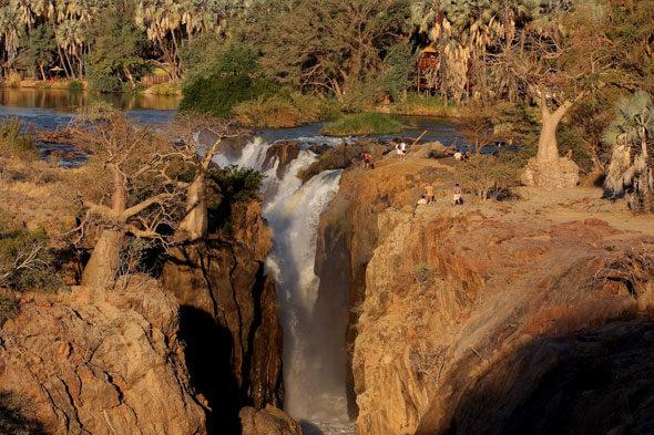 Epupa Falls: l'acqua dalla tribù di argilla