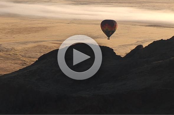 Eine Ballonfahrt über der Wüste von Namibia