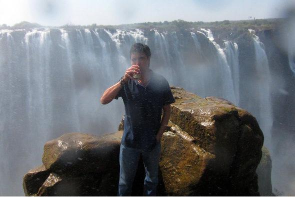 啤酒在维多利亚瀑布: 最后的承诺