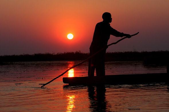 Окаванго: лодки на песке