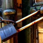 Tumba candada para evitar robos